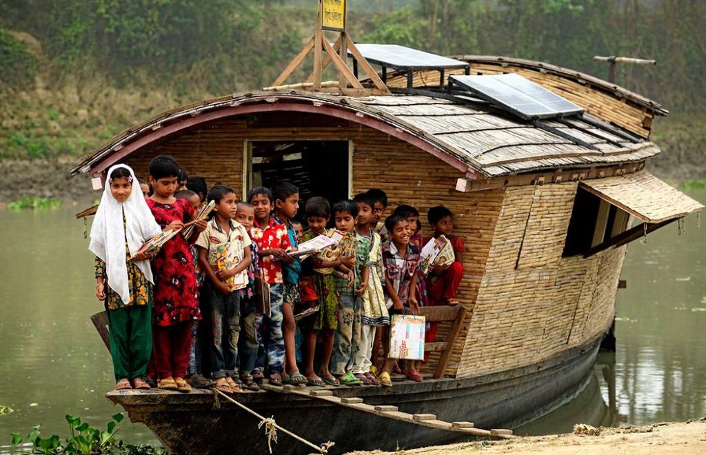 Szkoły na wodzie w Bangladeszu